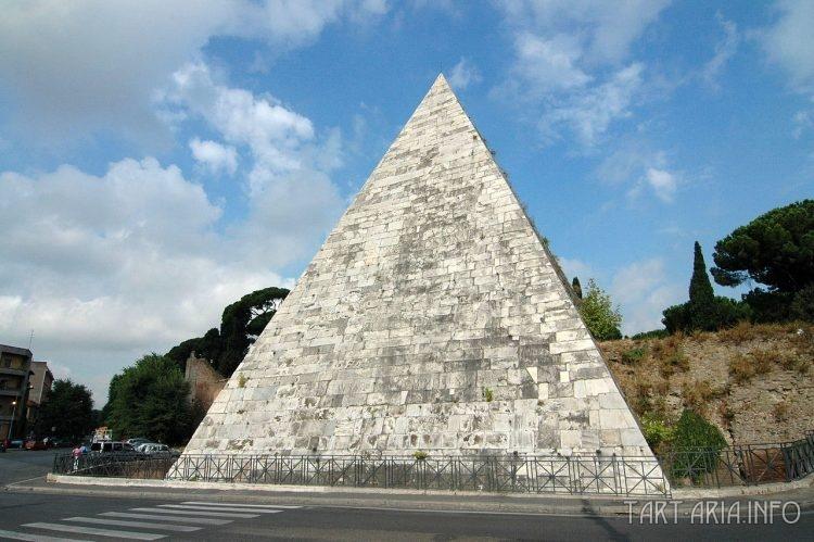 Пирамида Цестия. Рим. Италия.