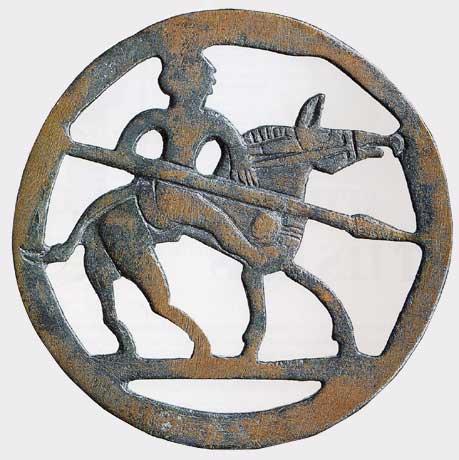 Бронзовая пряжка из раскопа в кургане гуннов