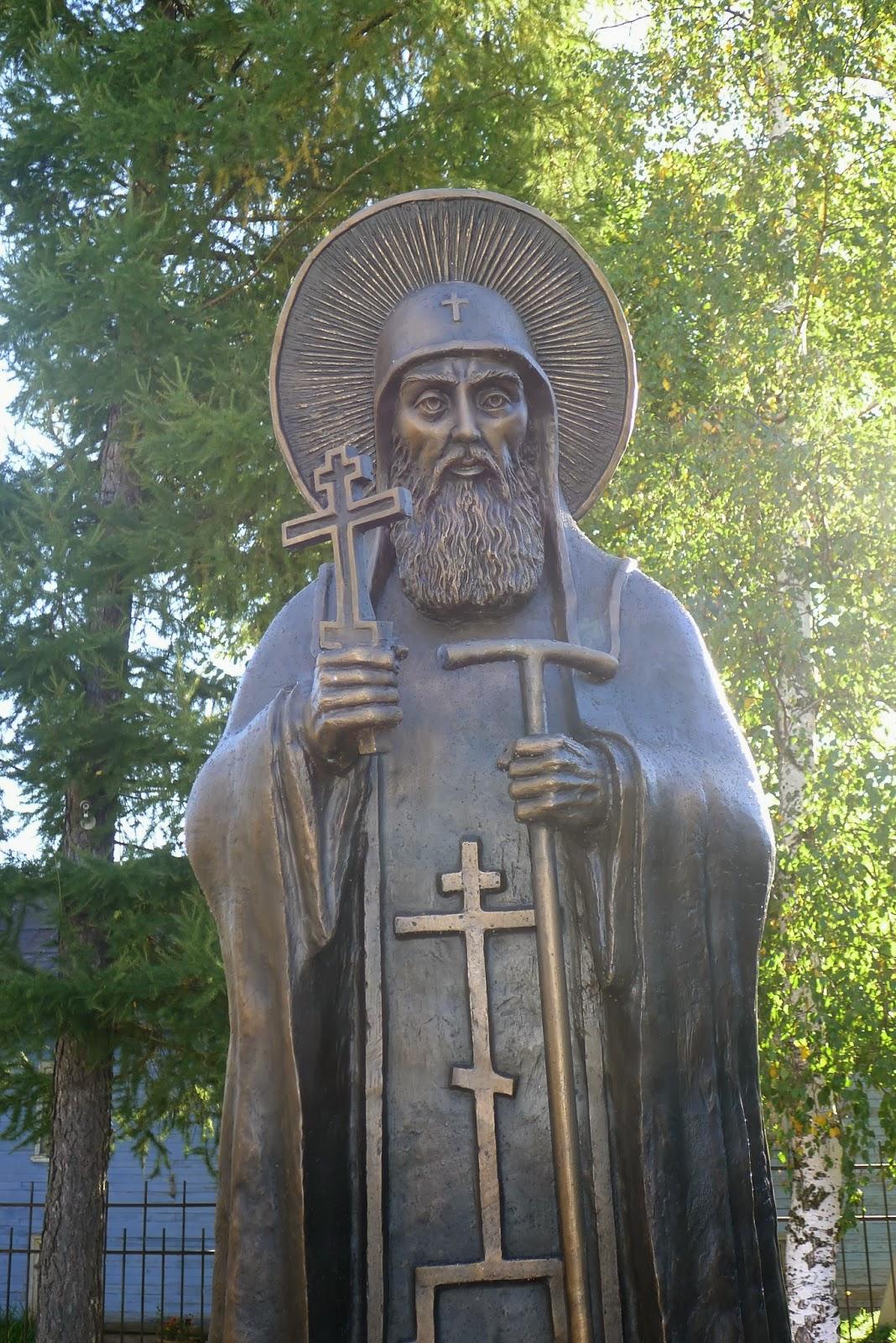 Памятник Преподобному Корнилию Печерскому. г. Печоры, пл. Соборная.