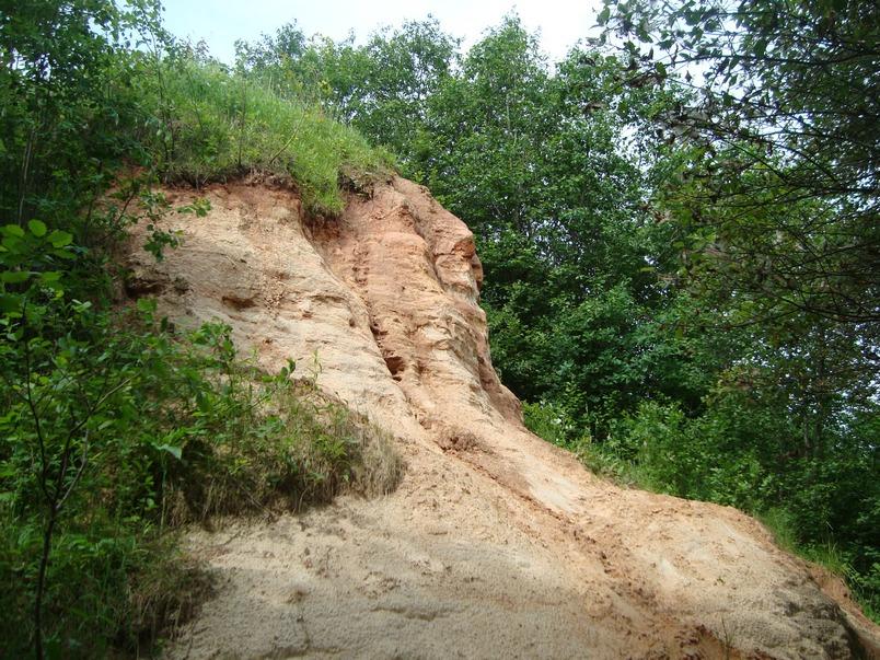 Многометровые толщи осадочных пород из песка и глины.