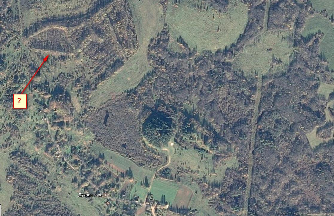 Духова гора, и странные сооружения к северо-западу от неё.