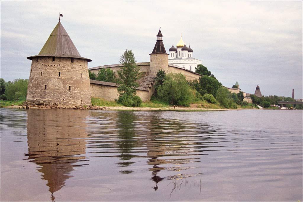 Башни псковского крома Плоская и Кутекрома