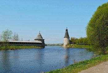 Река Плескава (Пскова) в месте впадения в реку Великая. Автор фото Владимир Кезлинг.
