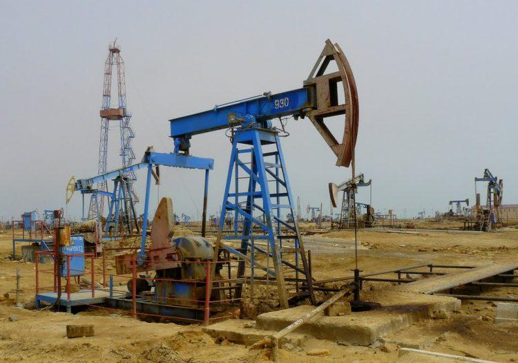 Нефтяные поля в Баку. Азербайджан.