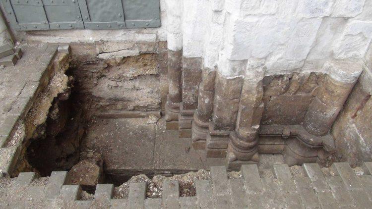 раскопанные этажи