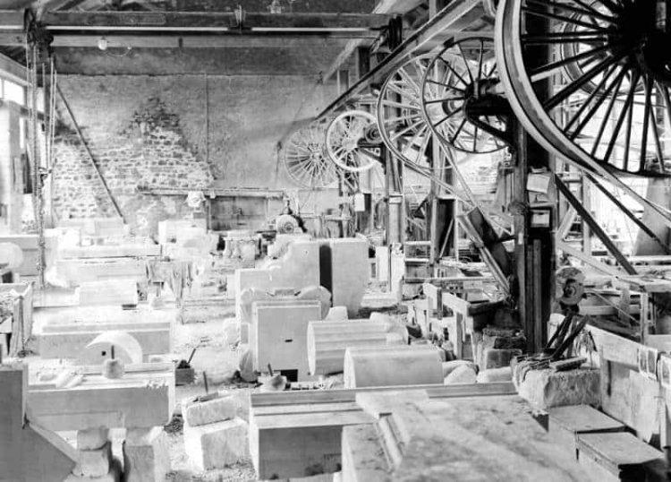 "Industrielle Fertigung ""antiken"" Dekors in Portland. 1930."