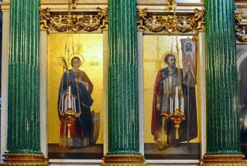 Малахитовые колонны Исаакиевского собора в Санкт-Петербурге.