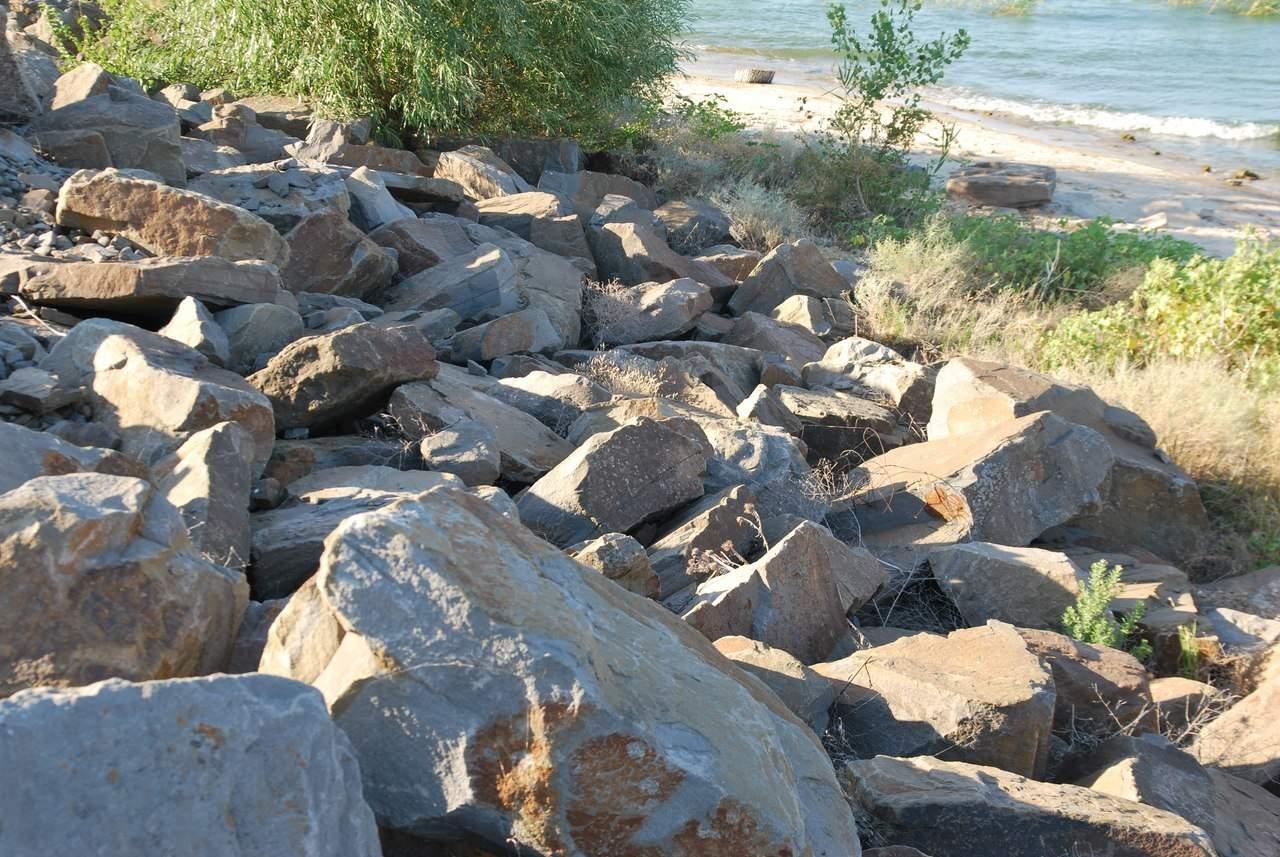 Каменоломня или остатки древнего города