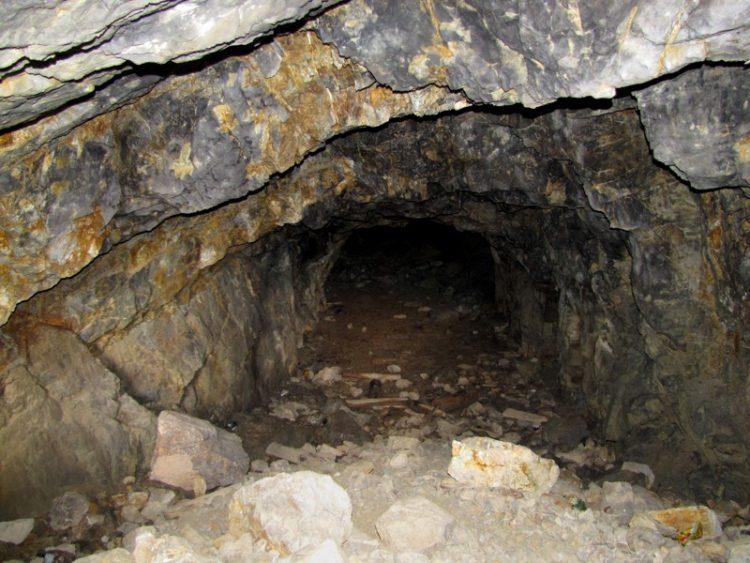 Баритовый рудник.