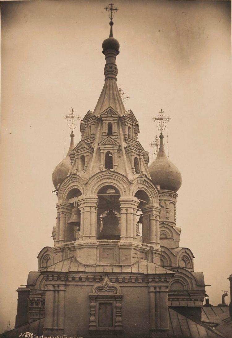 Вид верхней части колокольни церкви Николая Чудотворца в Пыжах