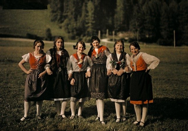 Девушки альпийской деревушки Стирья. 1932г.
