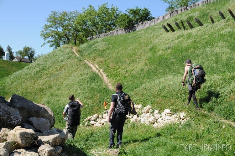 Участники экспедиции на восхождении. Слева направо: Дмитрий Горкин, Олег Павлюченко, альпинист проводник-инструктор Владимир