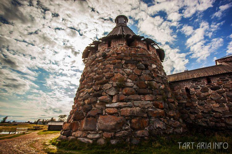 Рис. 14. Башня Соловецкого монастыря.