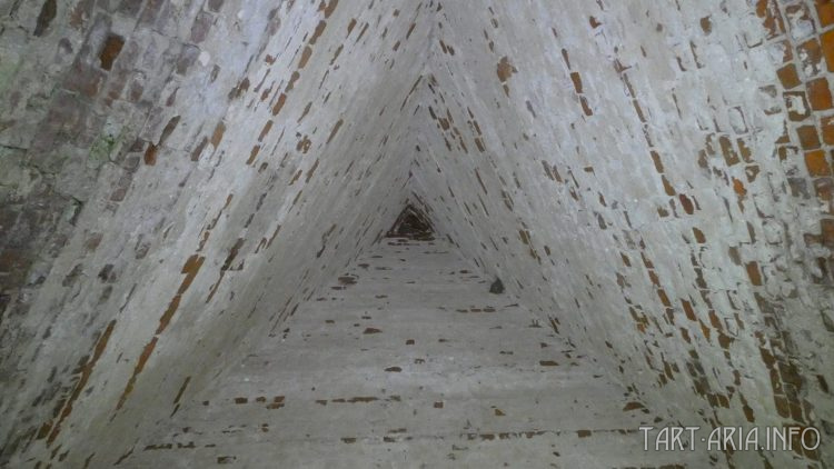 Сабуровская крепость. Пирамида изнутри