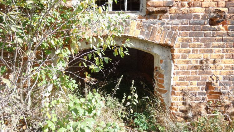 Дверь, сделанная из окна