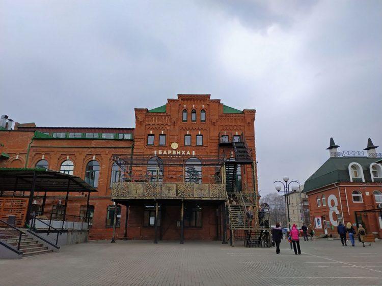 """Бывшее здание завода """"Туласпирт"""". Теперь в нём кафе, рестораны, торговые и досуговые центры."""