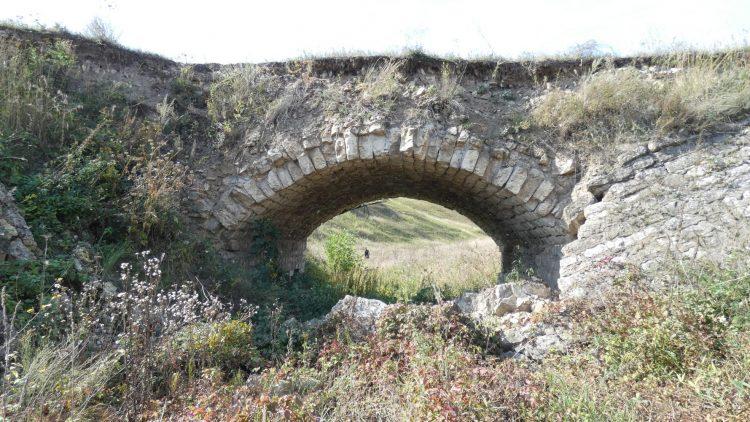 Каменный мост на Темгенёвском городище в Рязанской области