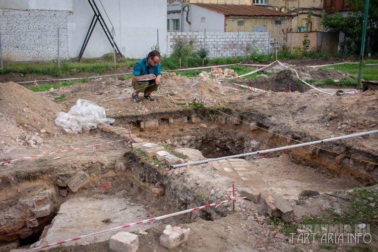 Раскопки в Новослободском парке