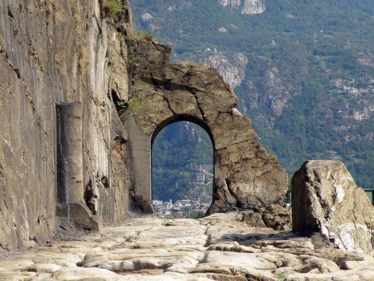 Руины римской дороги, Доннас (долина Аоста), Италия Источник