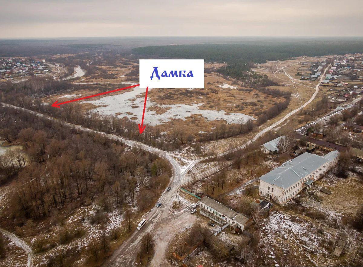 Дамба (плотина), напротив усадьбы Баташовых и производственных цехов