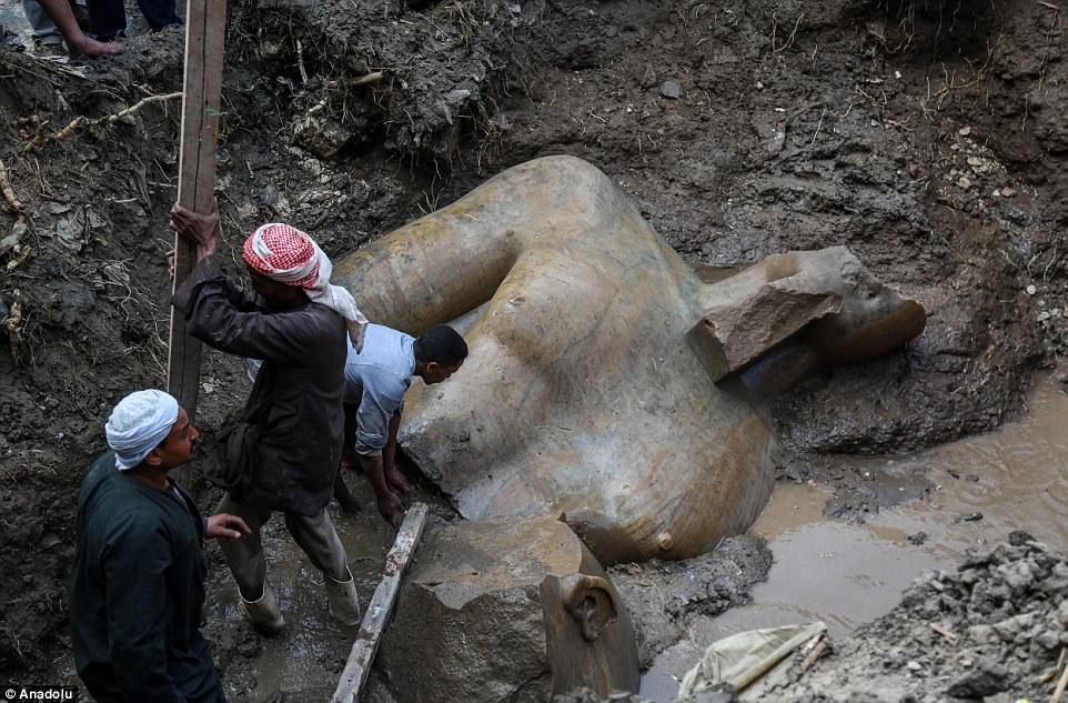 Рамзес II статуя найденая в Египте